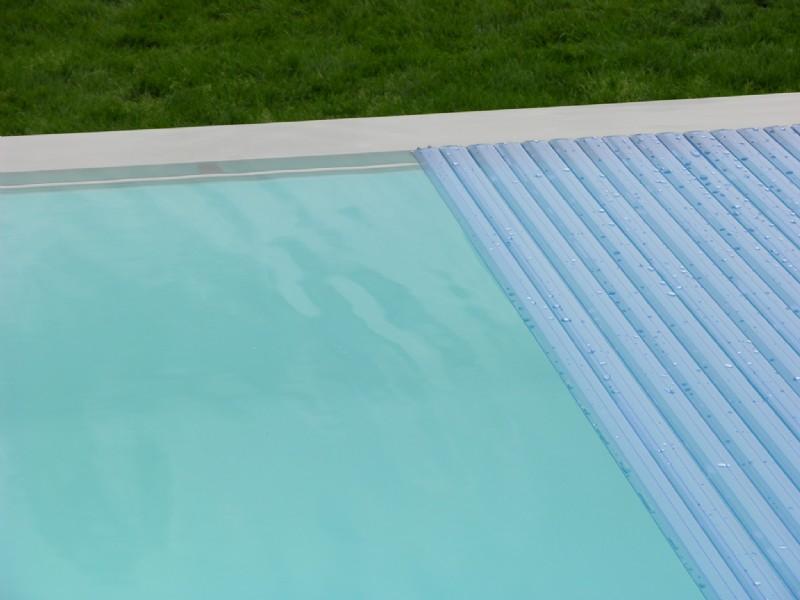 Poolabdeckung unterflurrolll den rollschutz und hallen for Poolfolie montieren